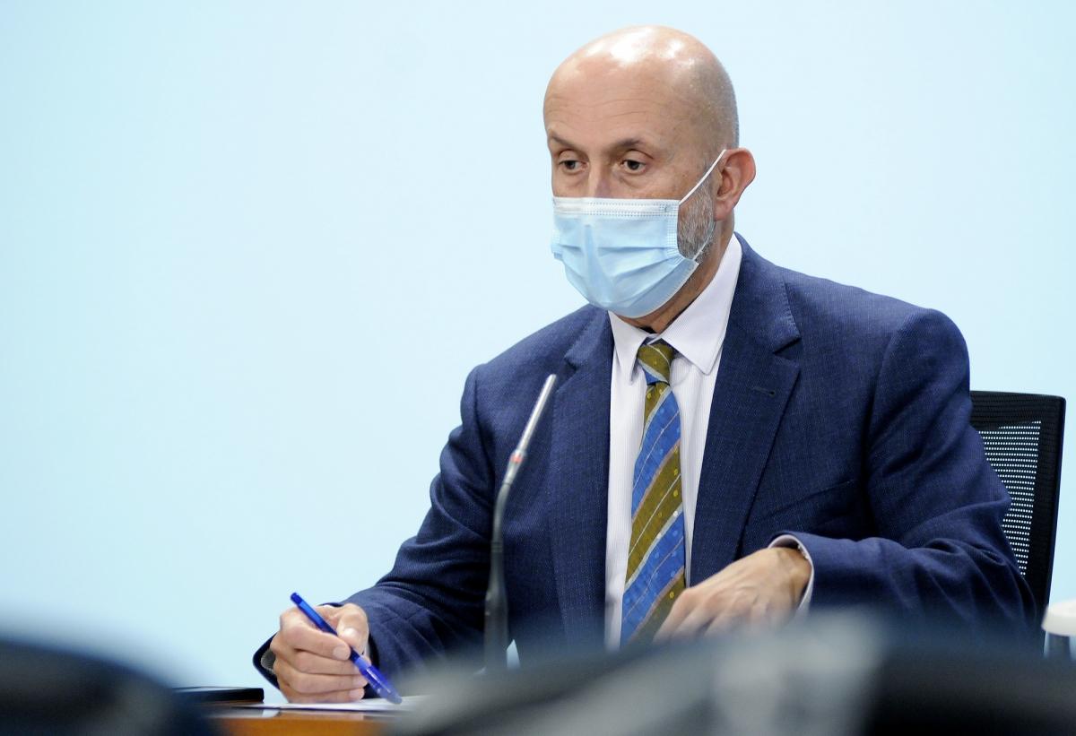 El ministre de Salut, Joan Martínez Benazet, durant la roda de premsa d'aquest dimecres a la tarda.