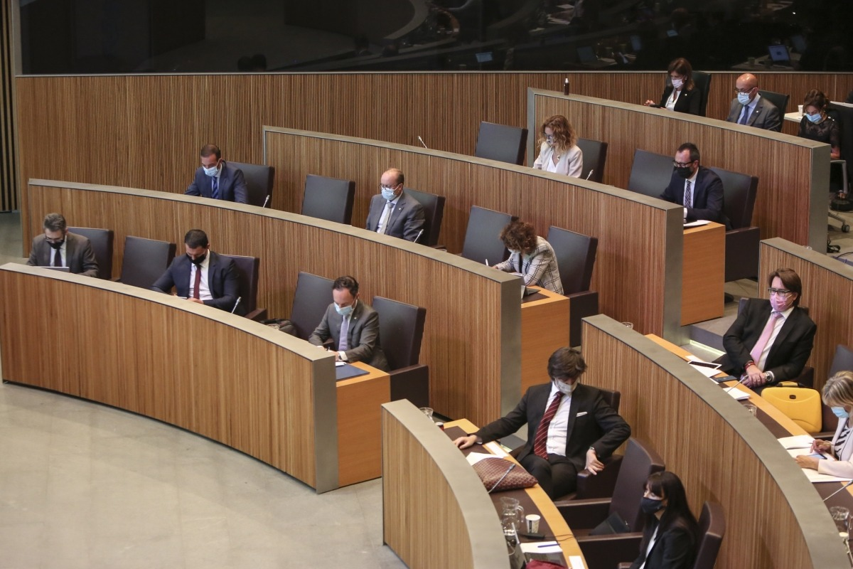 El debat d'orientació política clourà avui amb la votació de les propostes de resolució que presentin els grups.
