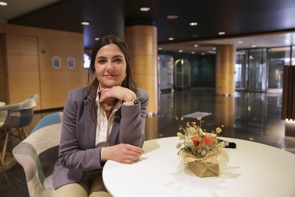 Patrícia Palou a l'interior del Golden Tulip Andorra Fènix Hotel.