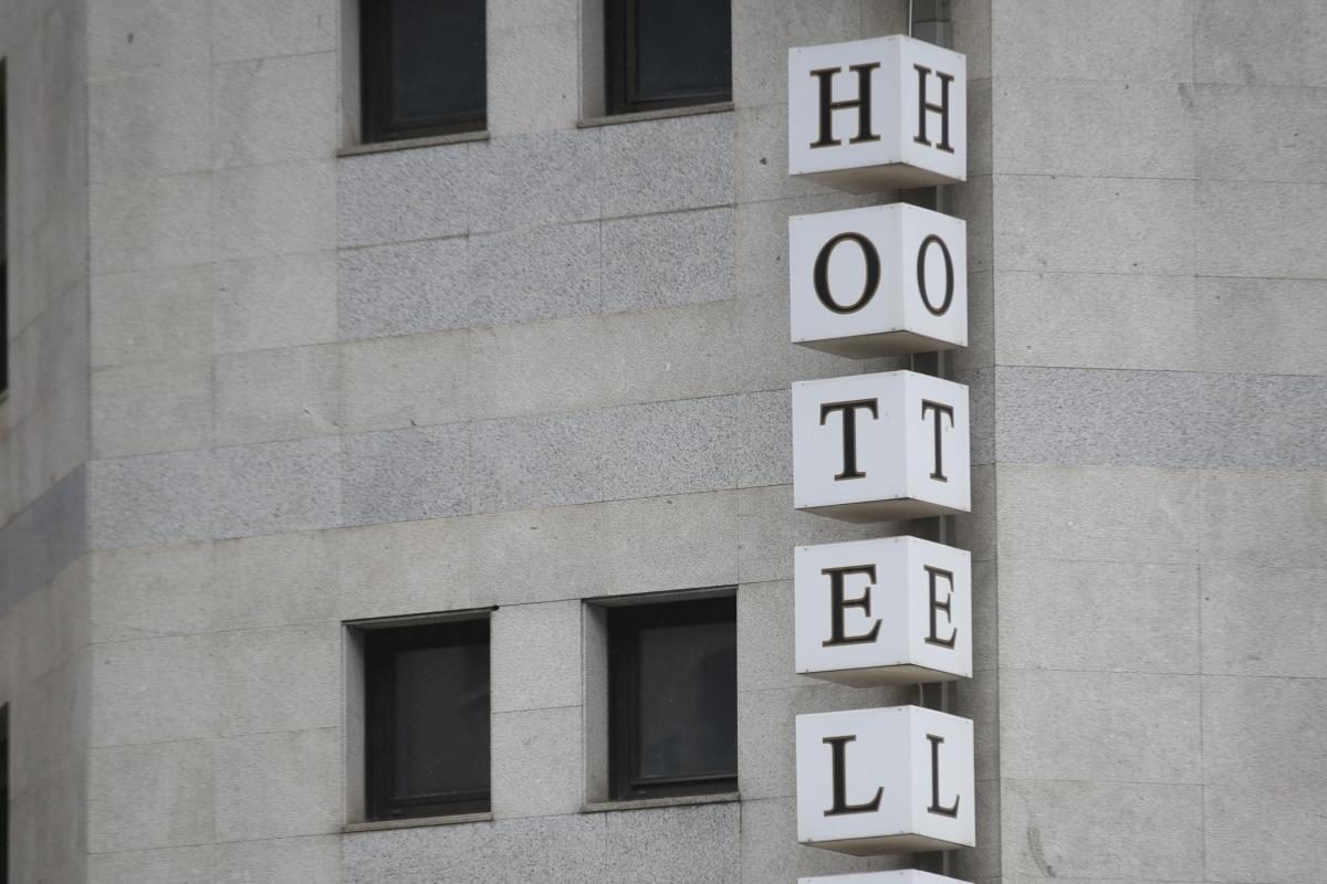 Fa un mes que els hotels van tancar les portes per la manca de clients.