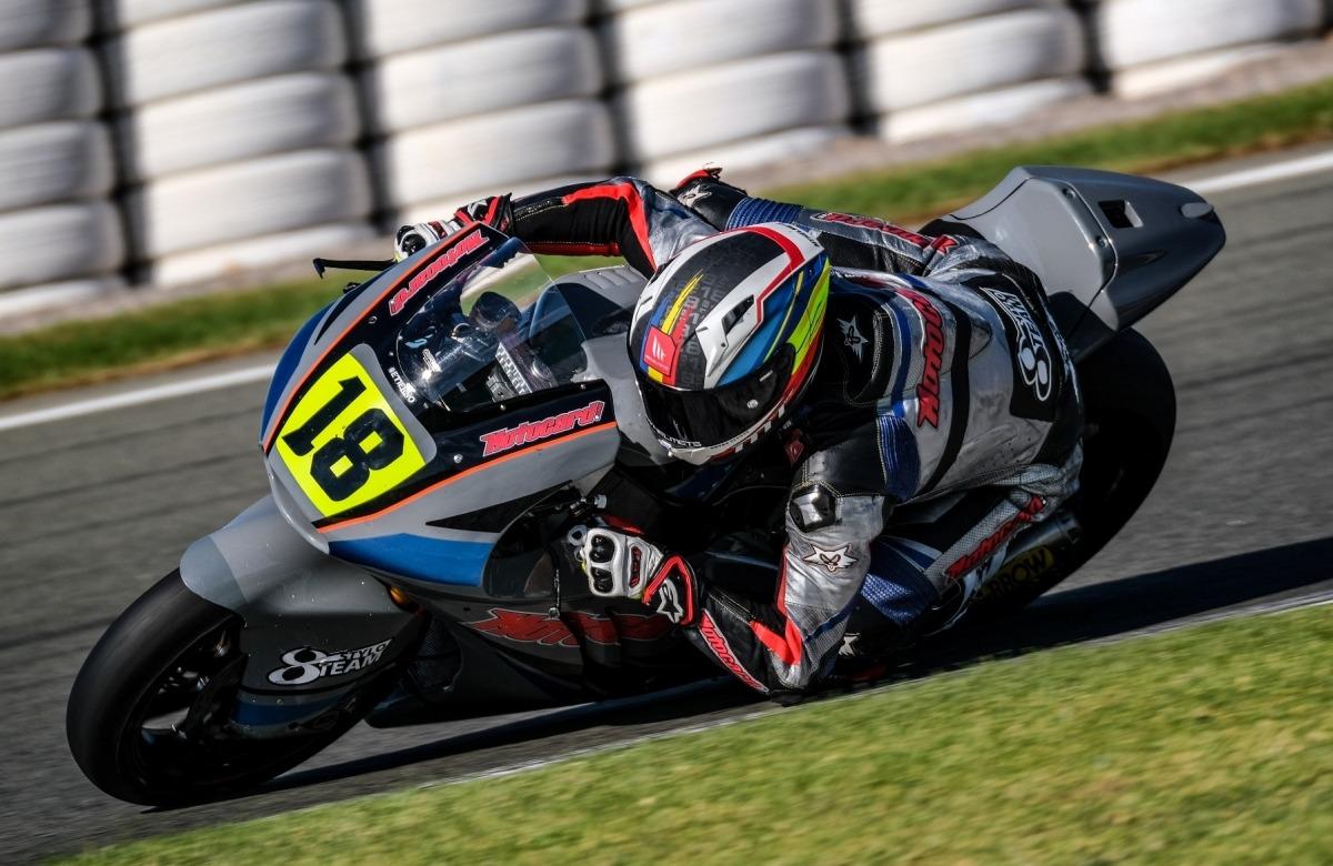Xavi Cardelús pilotant la seva Kalex al circuit Ricardo Tormo de València. Foto: Stylobike