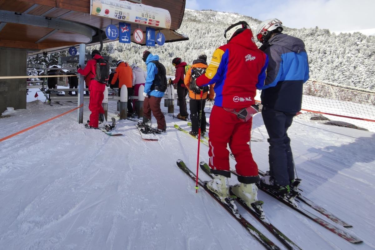 Monitors d'esquí a l'estació de Pal.
