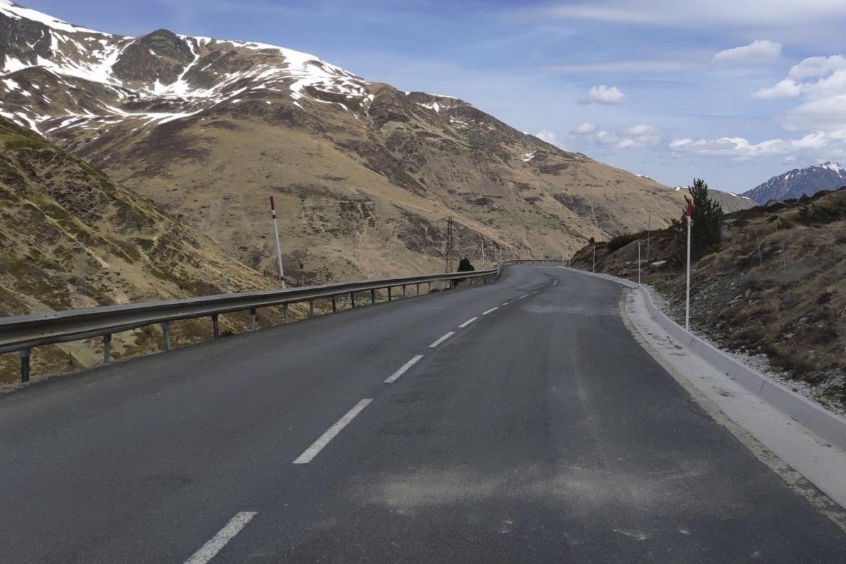 La carretera d'accés a França.