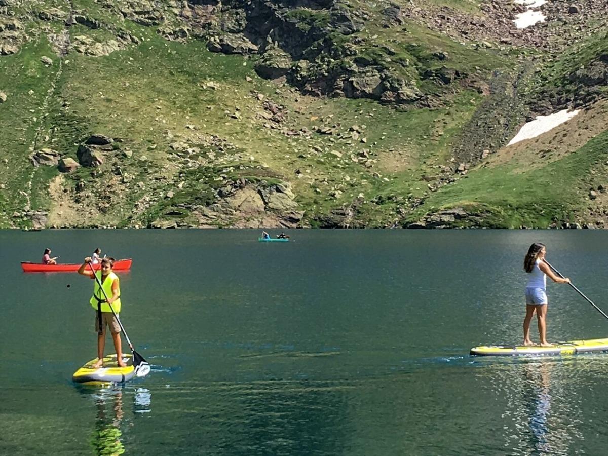Les excursions amb canoa i pàdel surf s'han posat en marxa aquest estiu al llac de Tristaina.