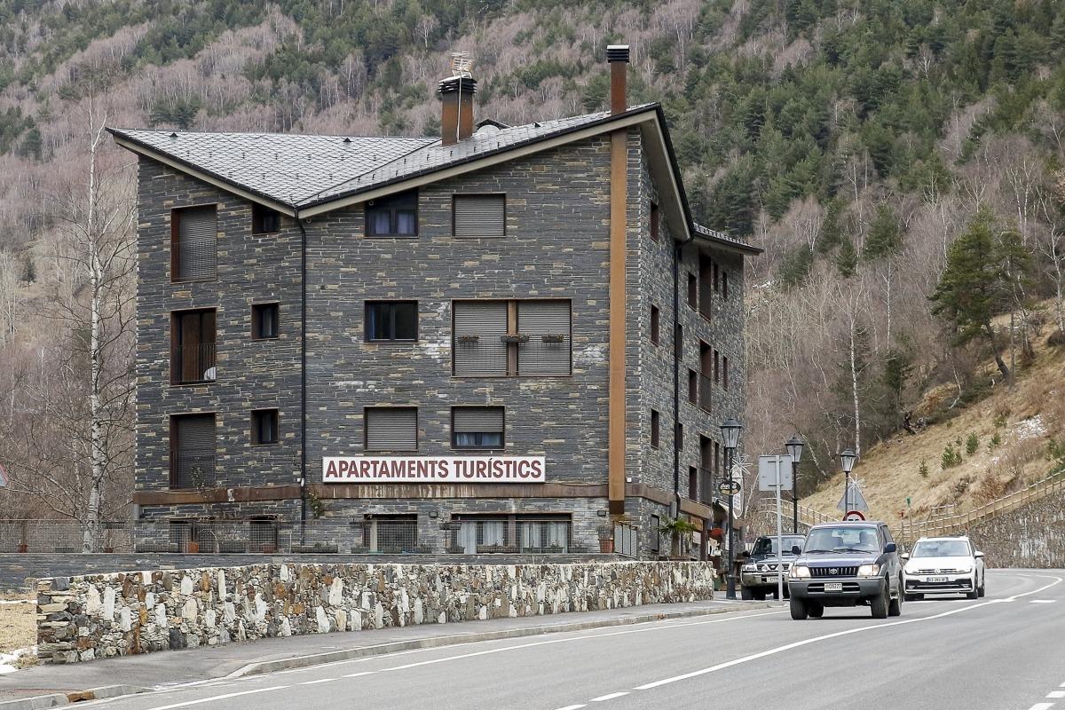 Un edifici d'apartaments turístics.