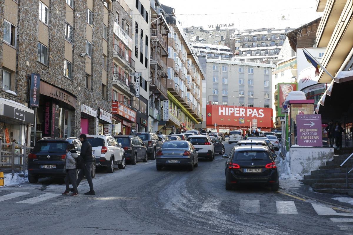 Vianants en un carrer del Pas de la Casa.