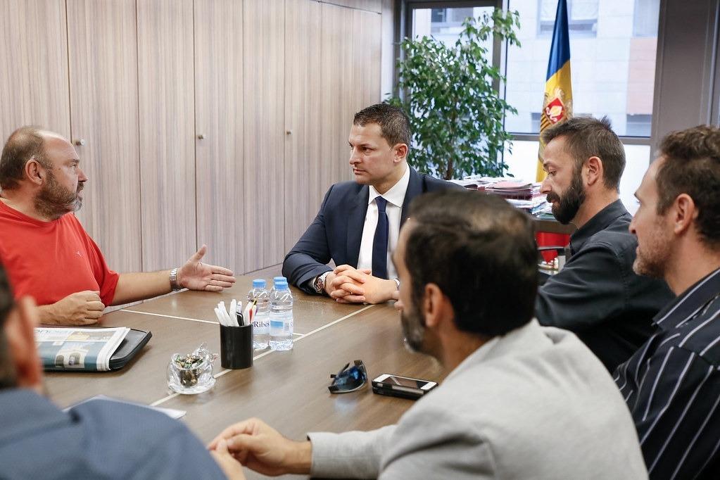Gabriel Ubach en una reunió anterior amb el ministre de Presidència, Economia i Empresa, Jordi Gallardo.