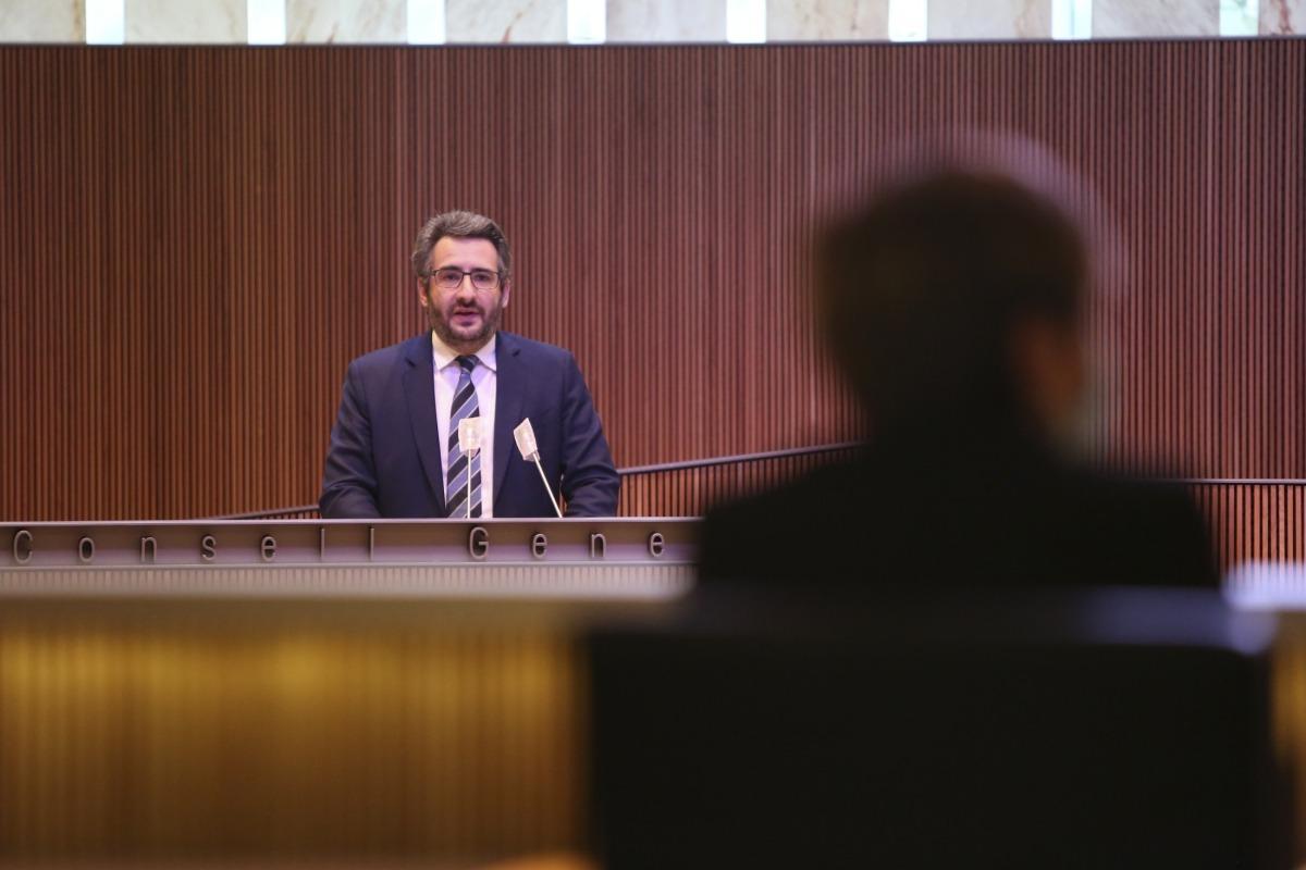 El ministre de Finances, Eric Jover, va defensar els avantatges de ser membre de l'FMI ahir al Consell General.