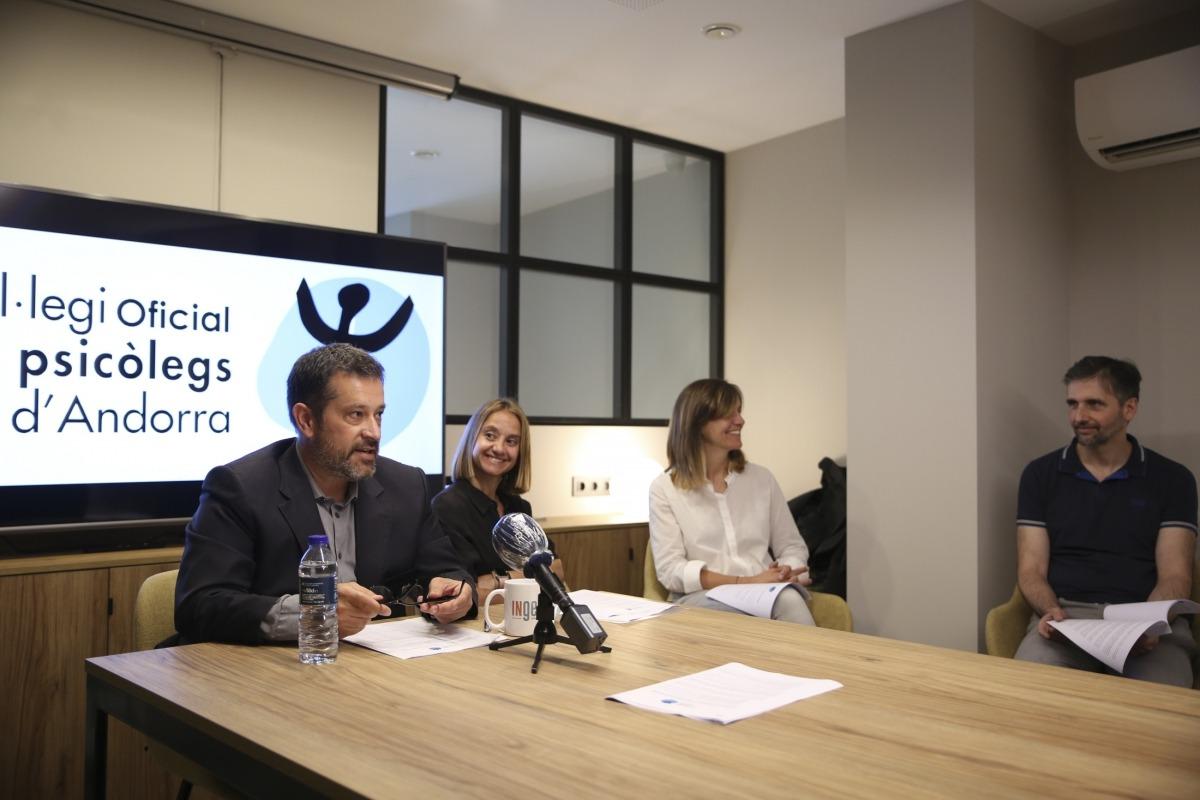 El president del Col·legi de Psicòlegs, Òscar Fernández, ha analitzat les dades de l'enquesta.