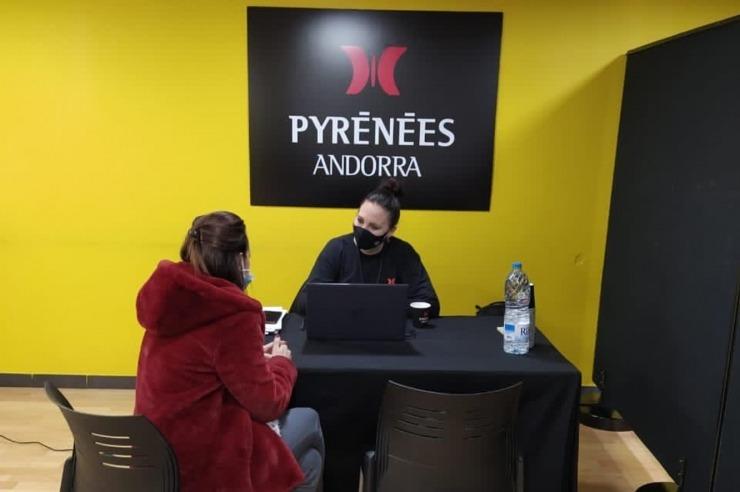 Aspirant a treballar al Punt de Trobada a l'oficina d'atenció de Pyrénées.