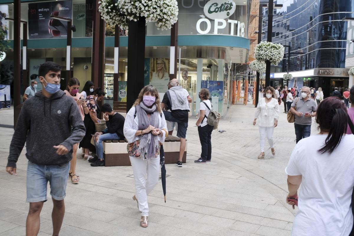Turistes passejant aquests primers dies d'agost.