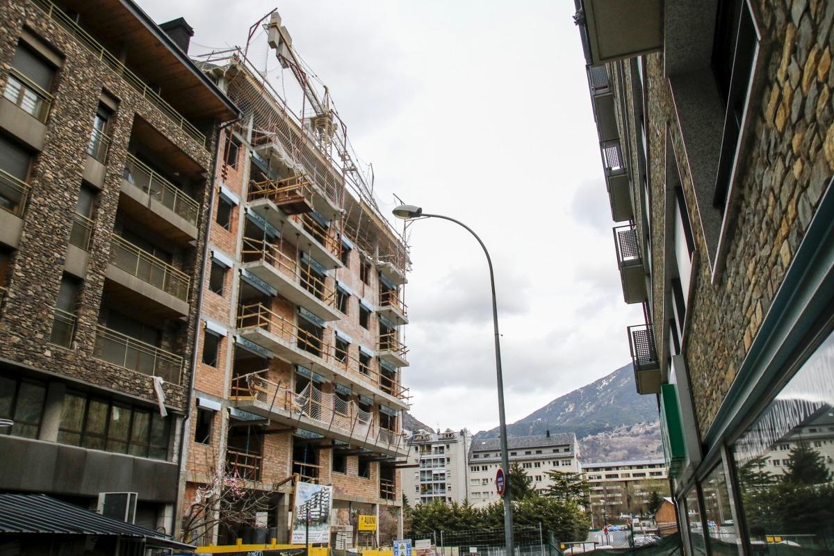 Imatge dels treballs en una obra a Andorra la Vella.