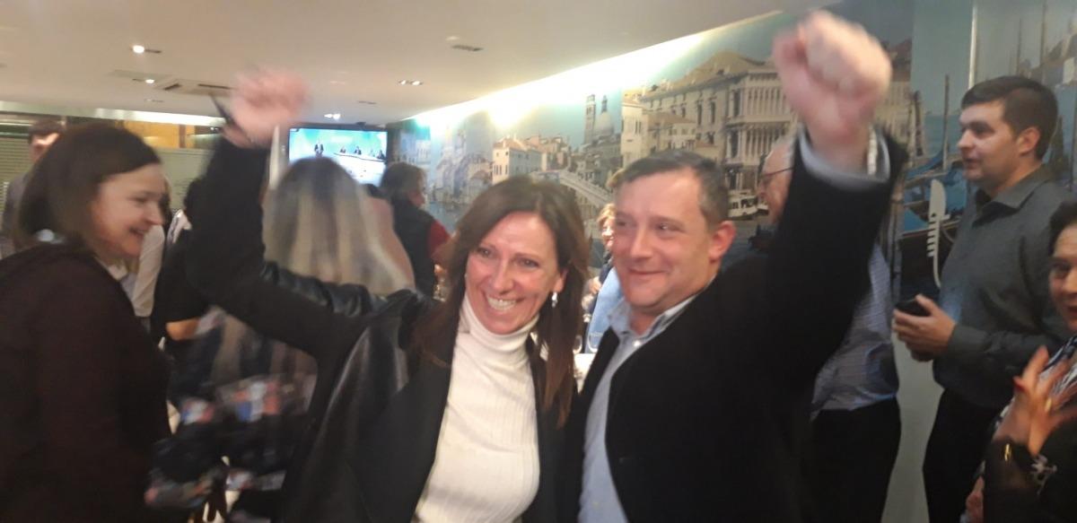 Josep Majoral i Mireia Codina celebrant la victòria a Sant Julià de Lòria.