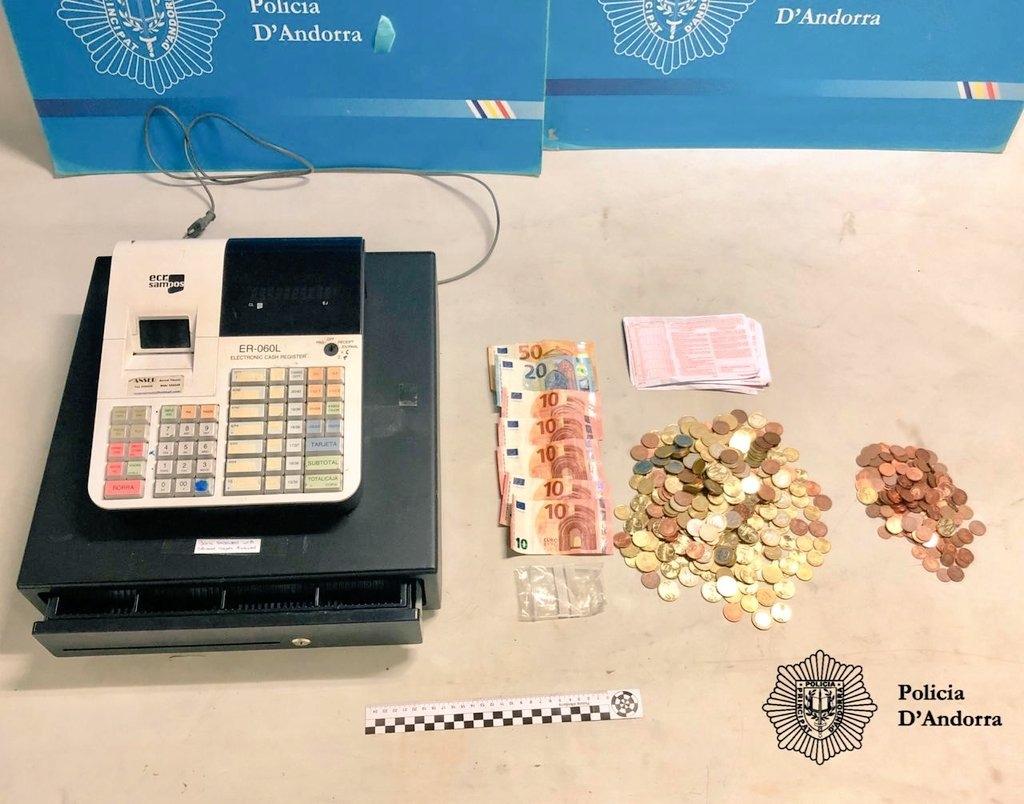 El botí que s'havien endut els lladres d'Ordino i que la policia ha pogut recuperar.