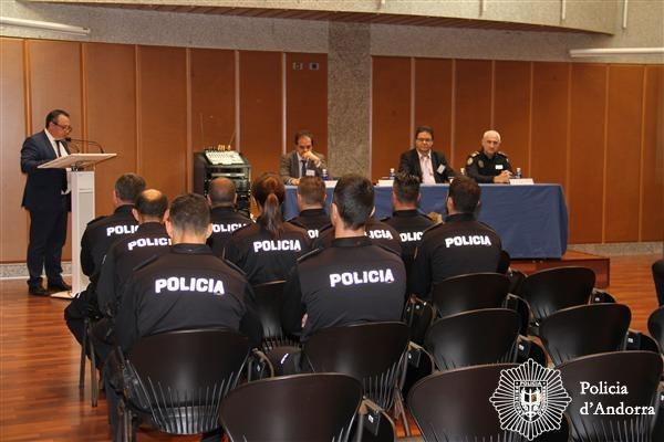 Onze agents de policia finalitzen el curs sobre protecció de personalitats Onze agents de policia finalitzen el curs sobre protecció de personalitats
