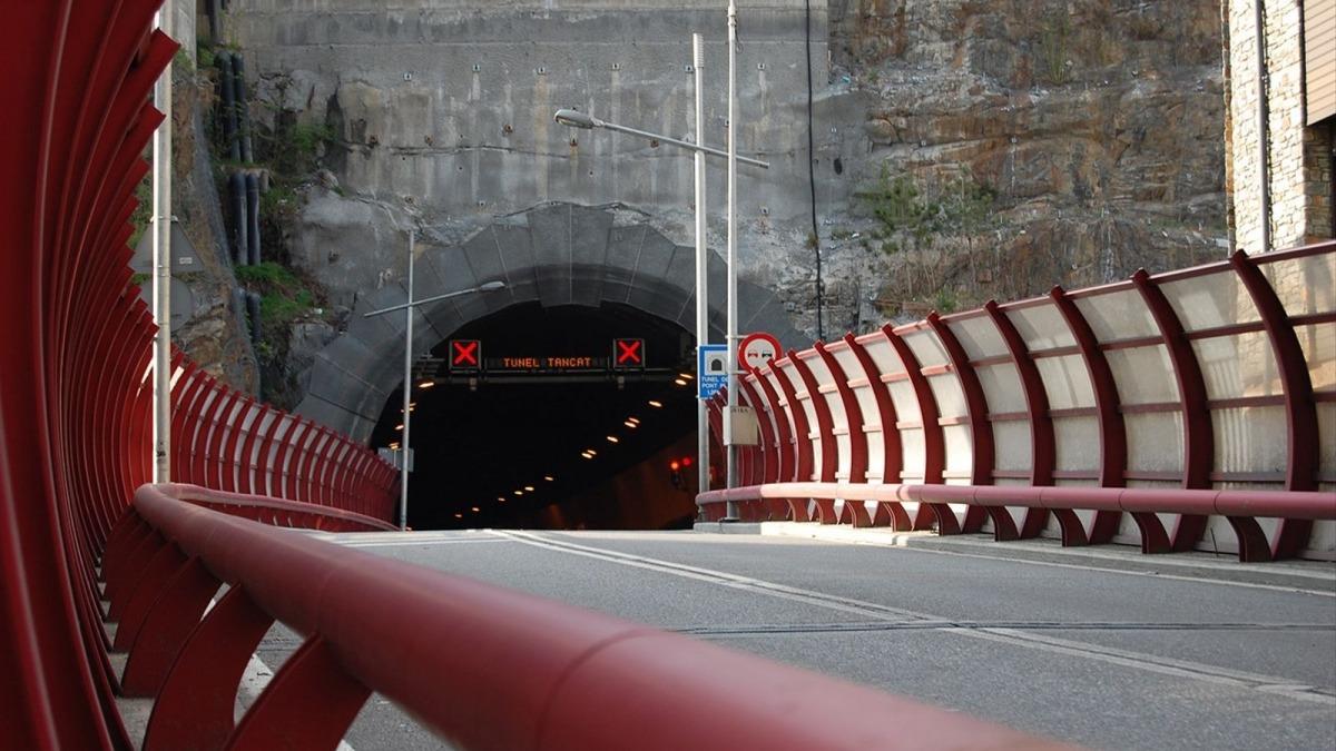 Un tancament anterior al túnel del Pont Pla.