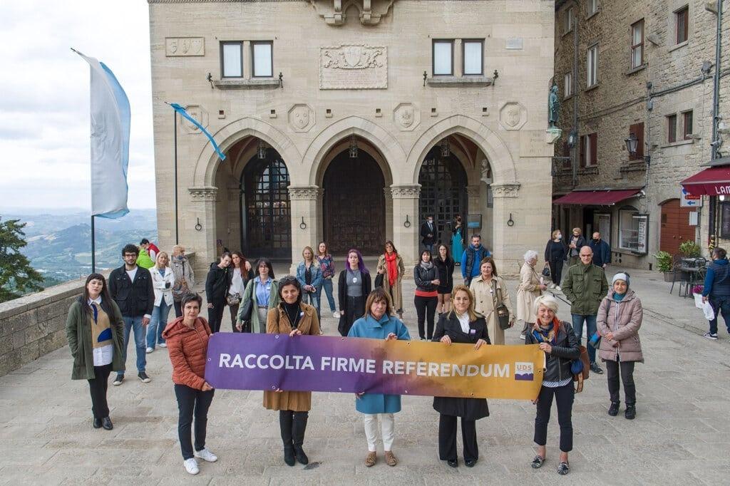 Integrants de la Unió de Dones Sanmarineses reclamen el referèndum.