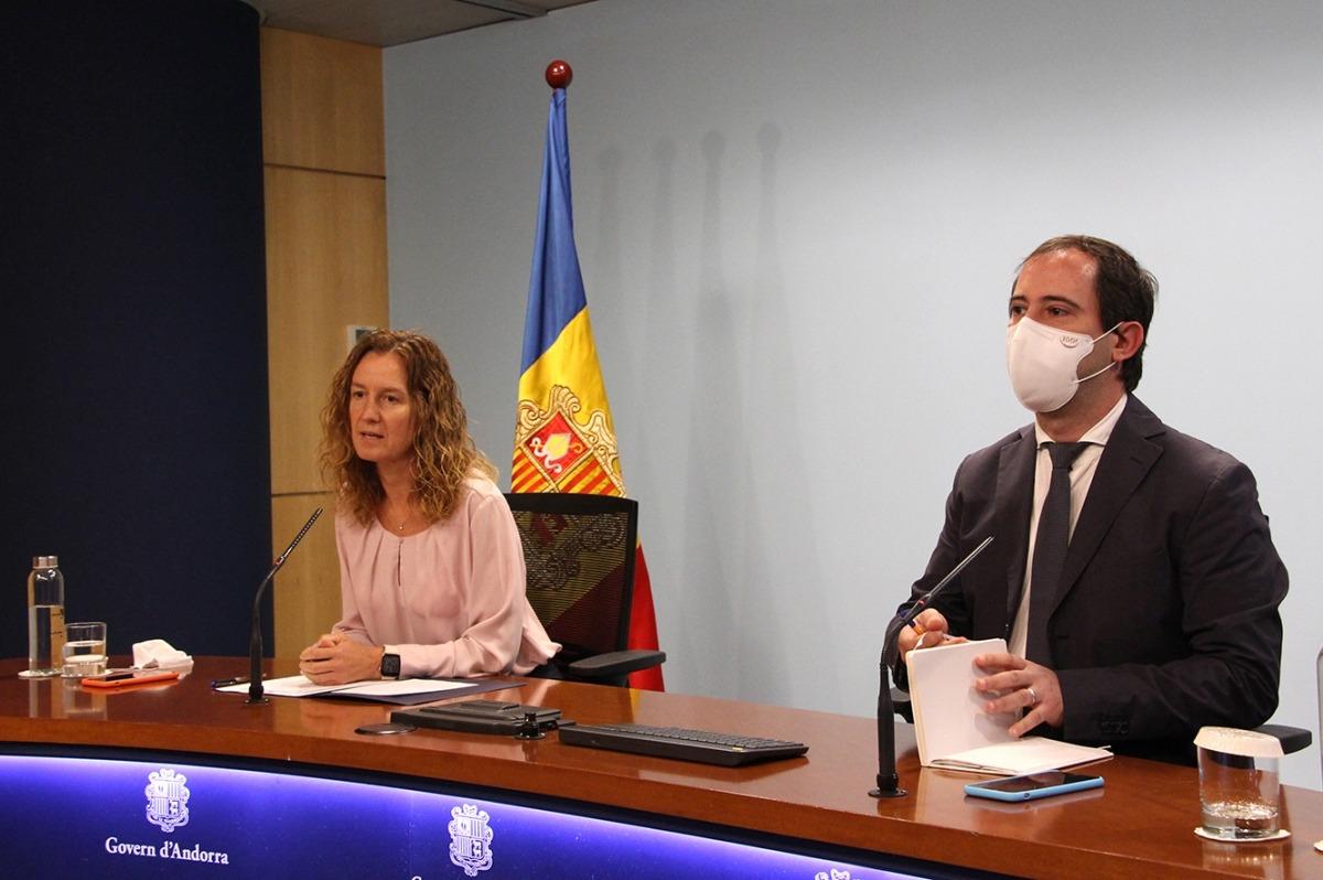 La ministra Sílvia Calvó i el director de l'Oficina de l'Energia i del Canvi Climàtic, Carles Miquel.