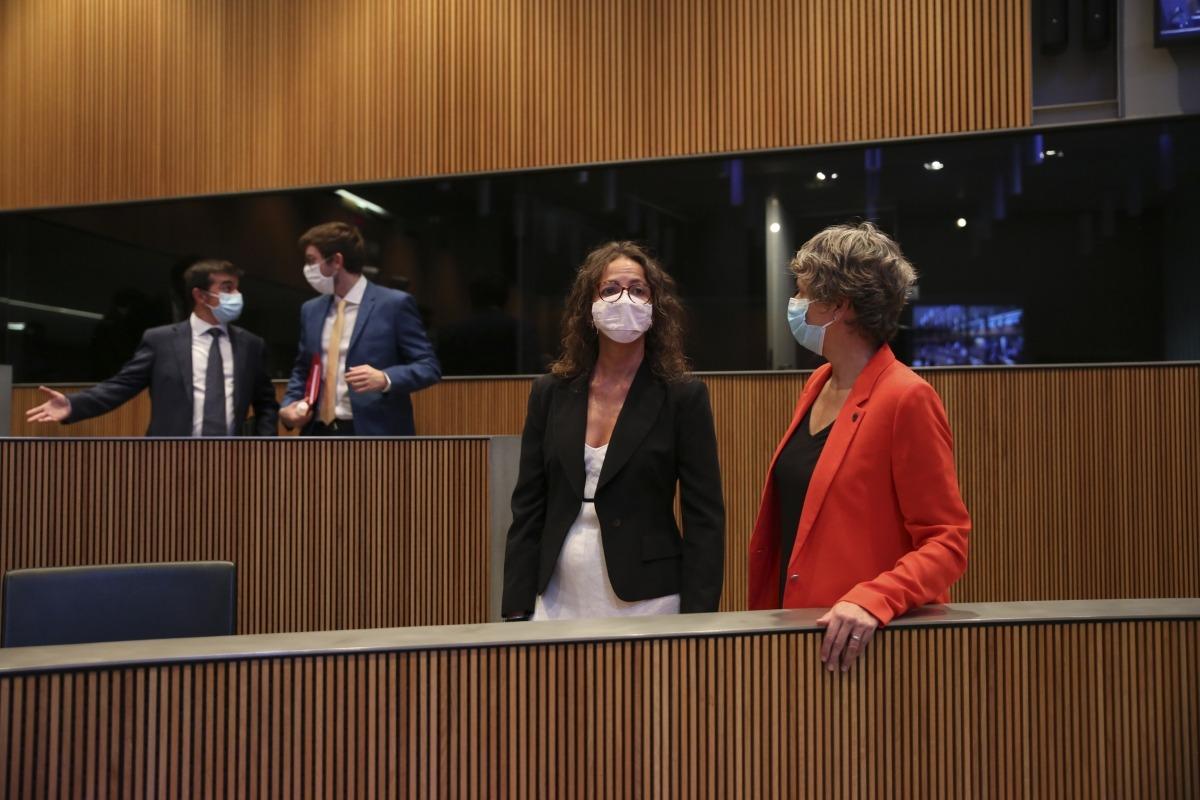Les conselleres generals del PS Judith Salazar i Susanna Vela al Consell General.