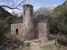 Sant Vicenç d'Enclar, amb el campanar restaurat al 1980 i que ha caigut aquesta matinada.