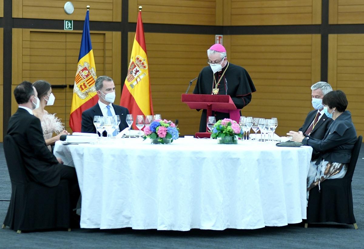 Va generar certa sorpresa que al sopar en honor dels reis d'Espanya de dijous a la nit les taules estiguessin preparades per a sis comensals.