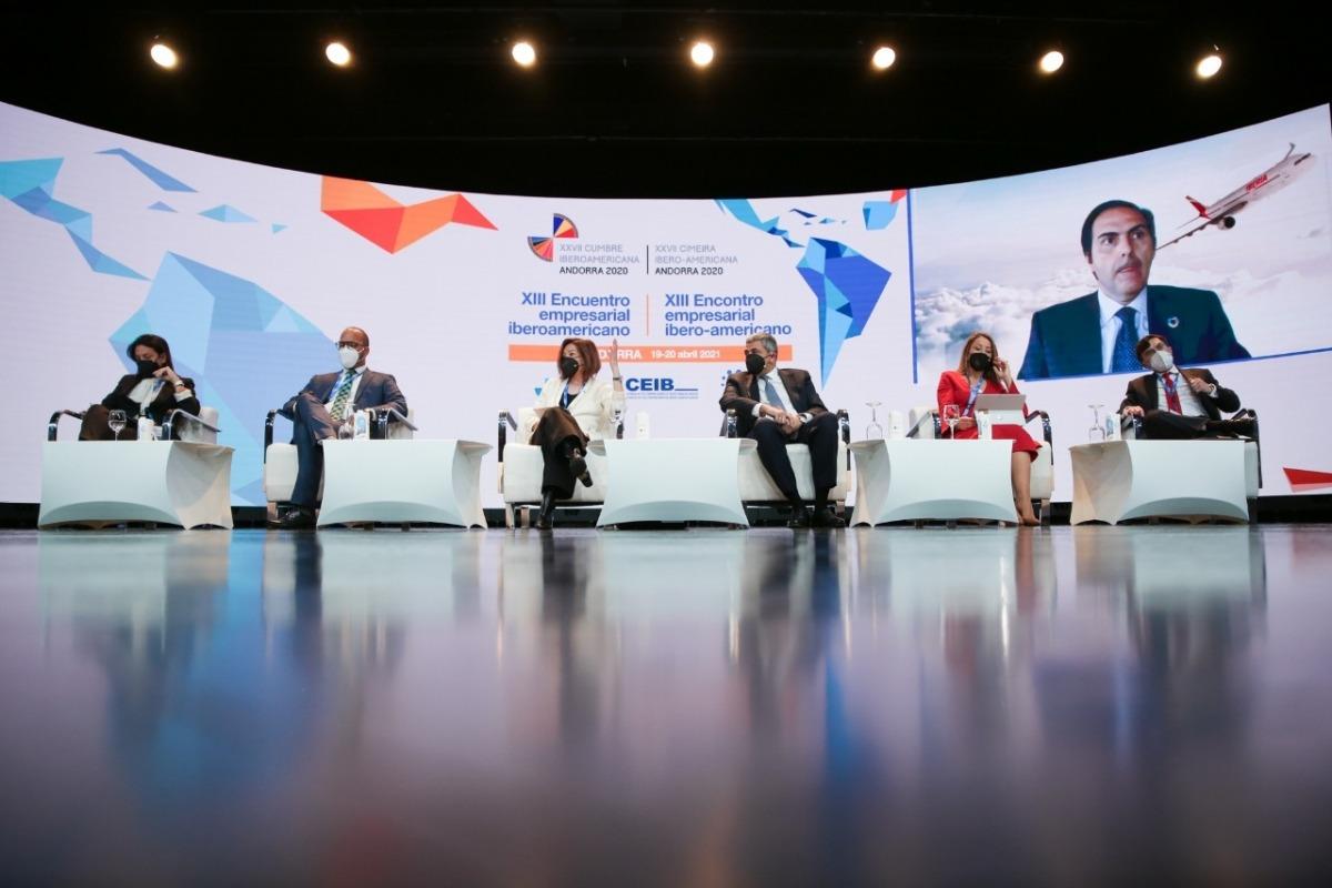 Un moment de la taula rodona on ha participat la ministra de Turisme, Verònica Canals.
