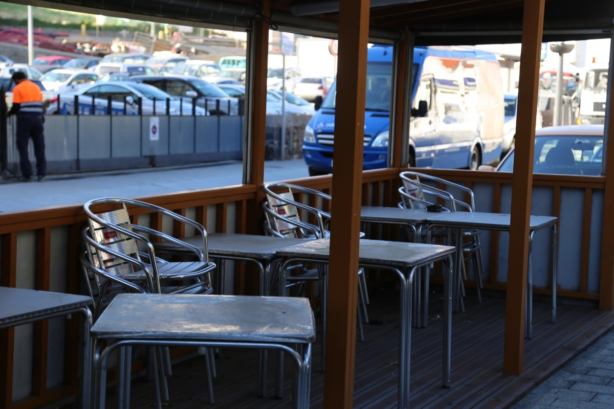 Una terrassa d'un bar.