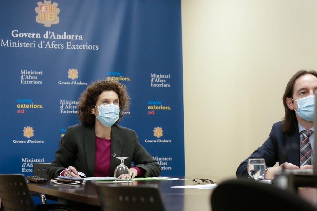 La ministra d'Afers Exteriors d'Andorra, Maria Ubach, i el secretari d'Estat d'Afers Europeus, Landry Riba, durant la conferència.