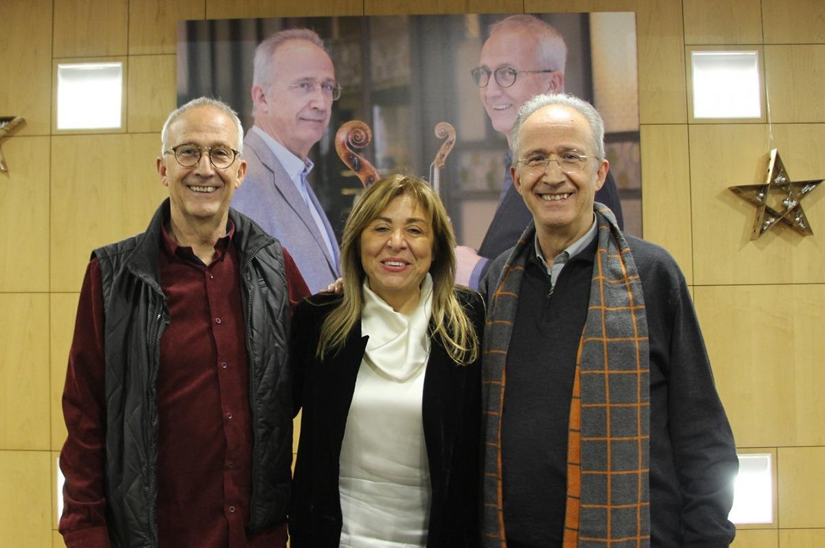 Gerard i Lluís Claret amb la cònsol major d'Andorra la Vella, Conxita Marsol, abans del concert de divendres al Centre de Congressos.