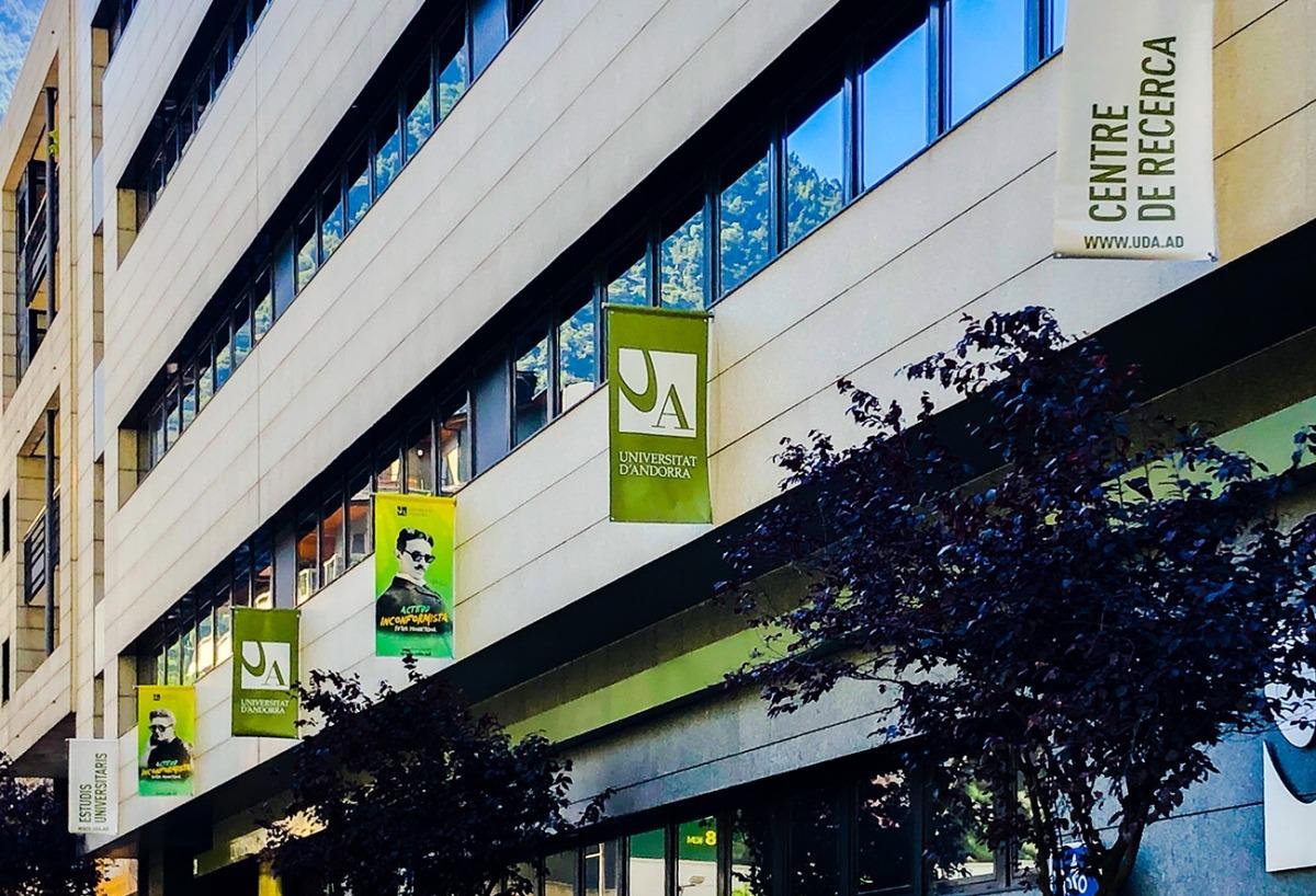 La façana de la universitat