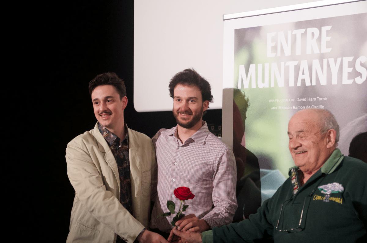 El director d''Entre muntanyes, David Haro, amb el productor executiu, Jaume Planella, i mossèn Ramon, ahir als cines Illa; avui hi tornen.