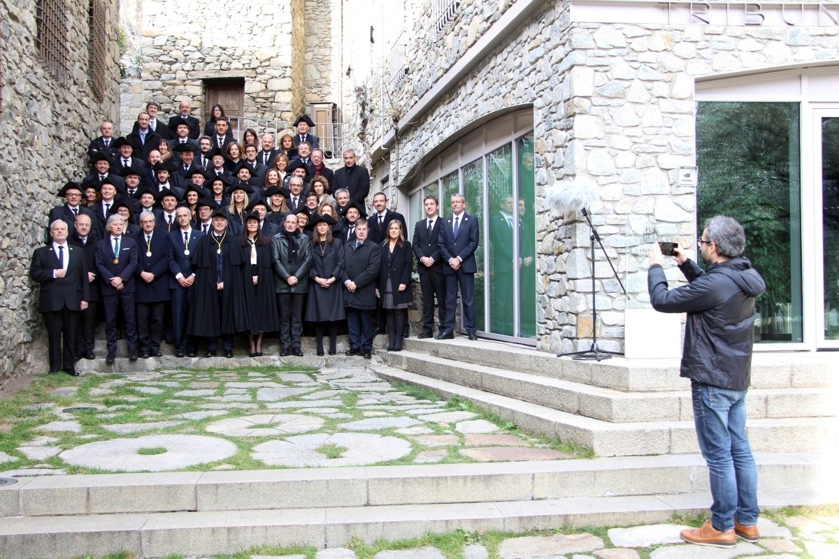 La foto tradicional de grup de la sessió de Consell General de Sant Tomàs.