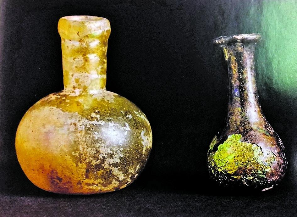 Ampolletes del VIII exhumades a Sant Vicenç d'Enclar; lipsanoteca de Sant Serni de Nagol, descoberta el 1976; canelobre del XIII conservat fins ara a Sant Iscle i Santa Victòria, i calze de peltre del segle X procedent de la necròpoli de Sant Joan de Caselles.