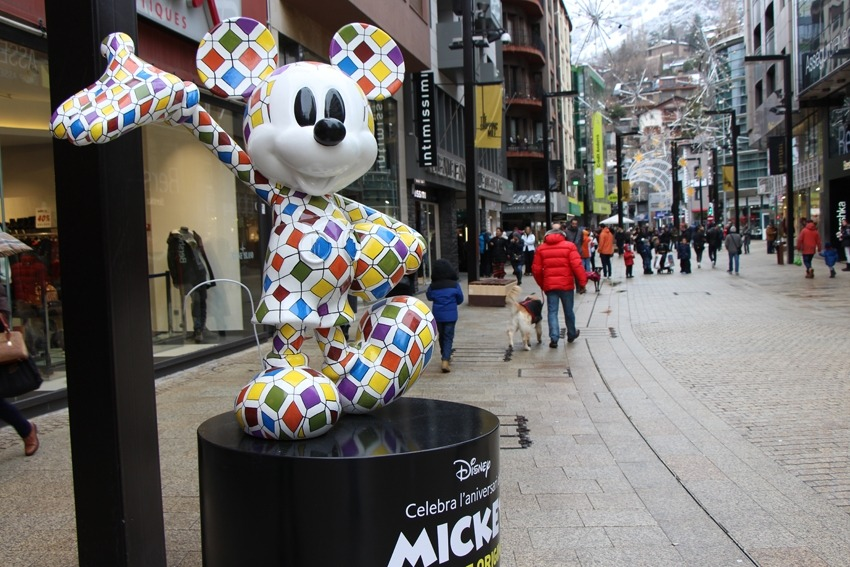 Mickey Mouse regna a The Shopping Mile