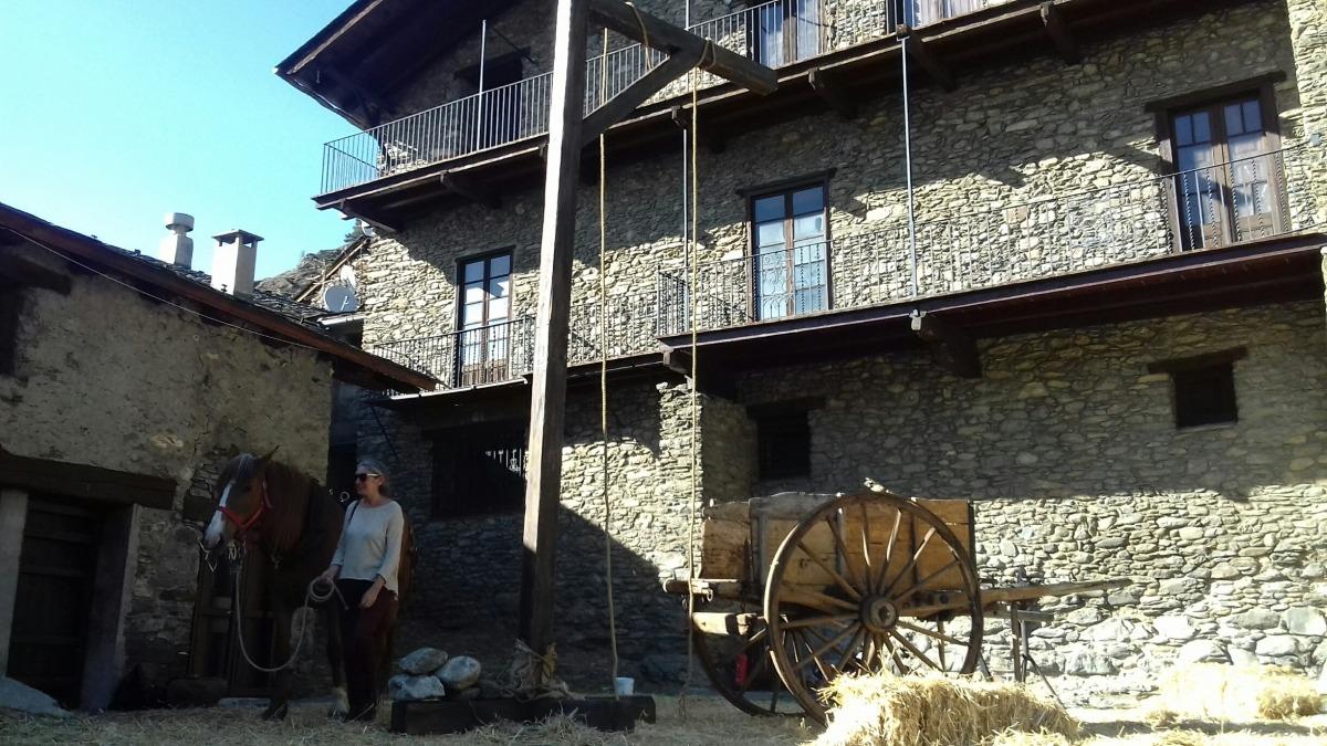 La forca erigia al pati de casa Rosell per al 'teaser' de 'Brujas', rodat fa quinze dies.