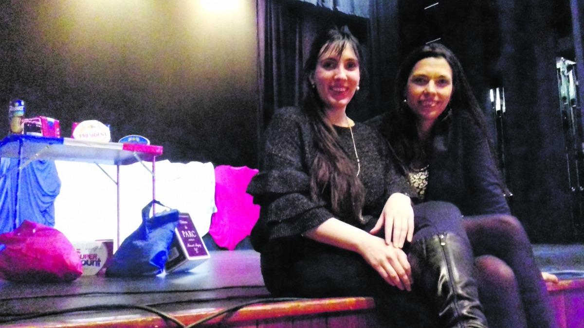 La directora artística de la Temporada, Jonaina Salvador, amb Eugenia Corbacho, a l'assaig de dimarts al Claror.
