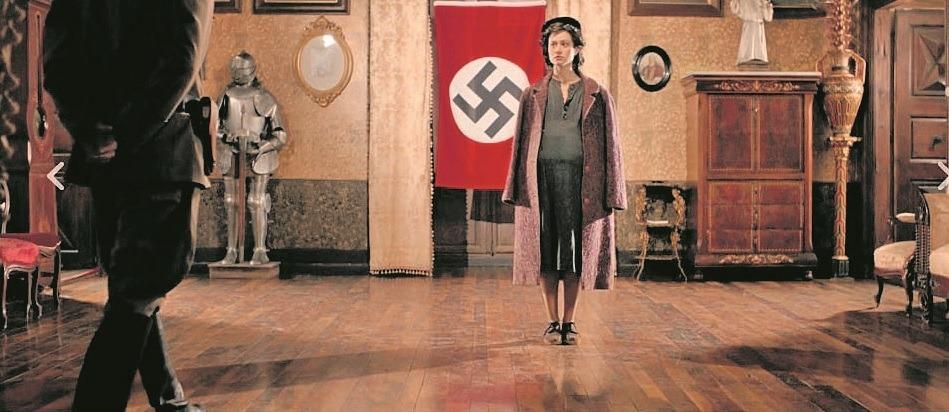 Aida Folch encarnarà Sara, aquí a la casa d'Areny-Plandolit, reconvertida en quarter nazi.