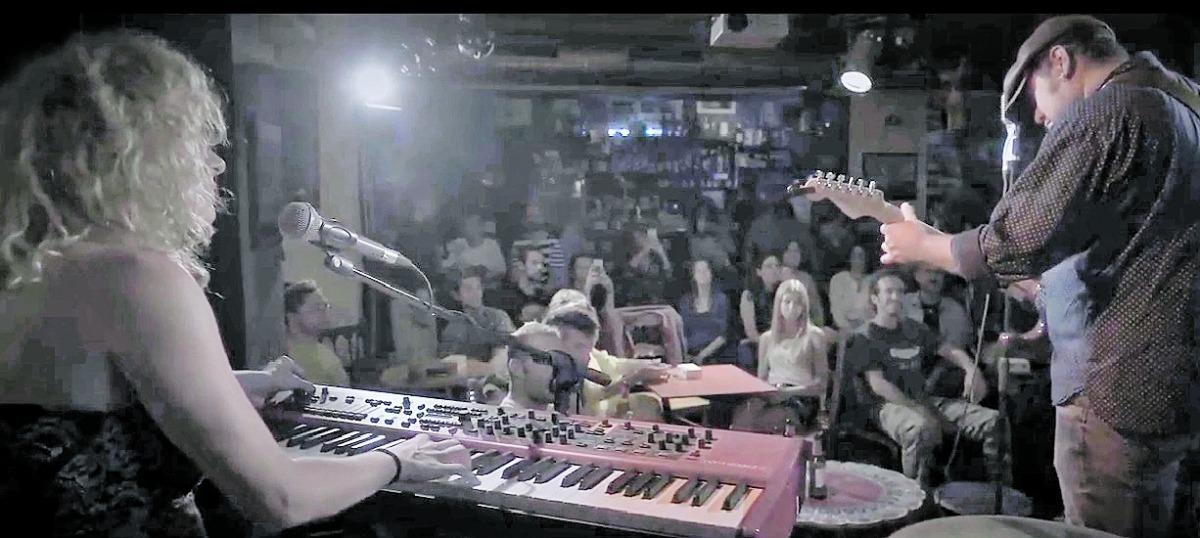 Virginia Yáñez i Pablo Villar, en l'enregistrament del clip de 'Thristy', els dies 17 i 18 de juliol a la Fada Ignorant.