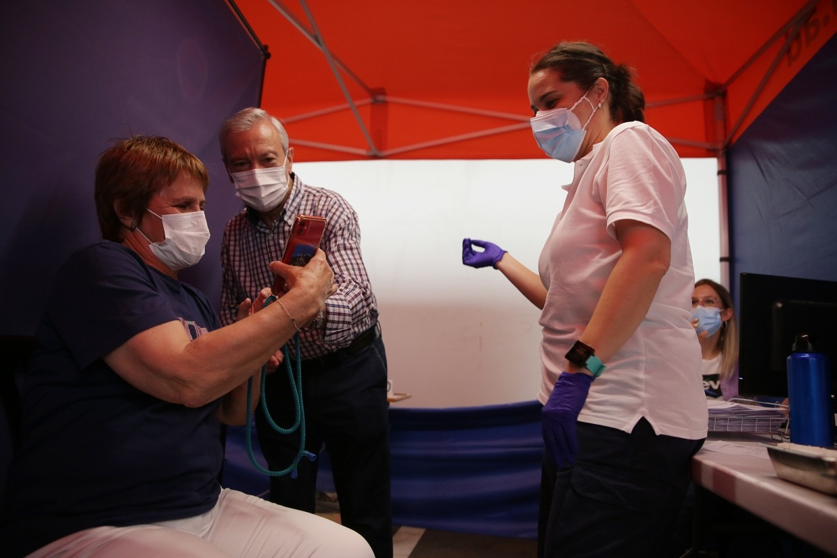 Avui s'han tornat a posar primeres dosis de la vacuna gràcies als vaccins d'AstraZeneca enviats per França.