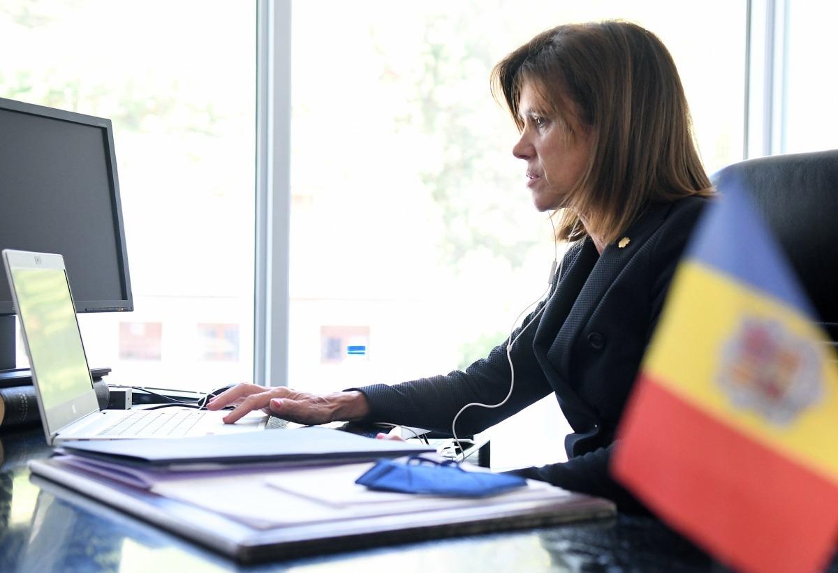 La ministra d'Educació i Ensenyament Superior, Ester Vilarrubla, durant la seva intervenció.