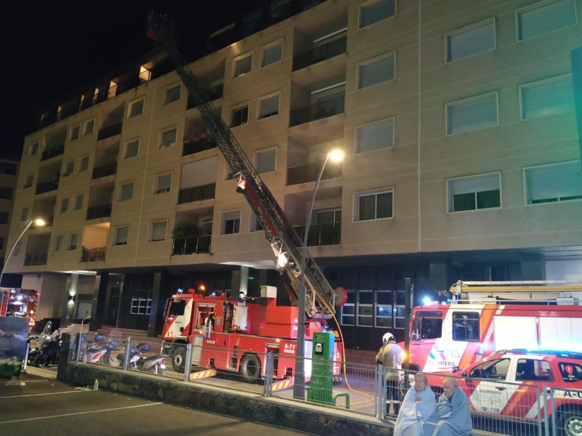 Actuació dels bombers durant l'incendi.