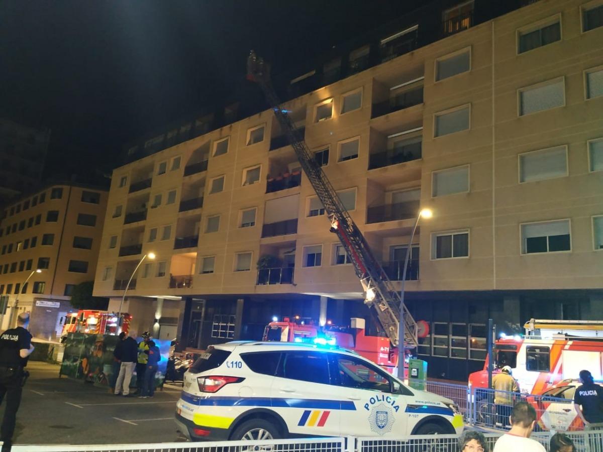 L'incendi es va produir en un àtic del carrer Pompeu Fabra.