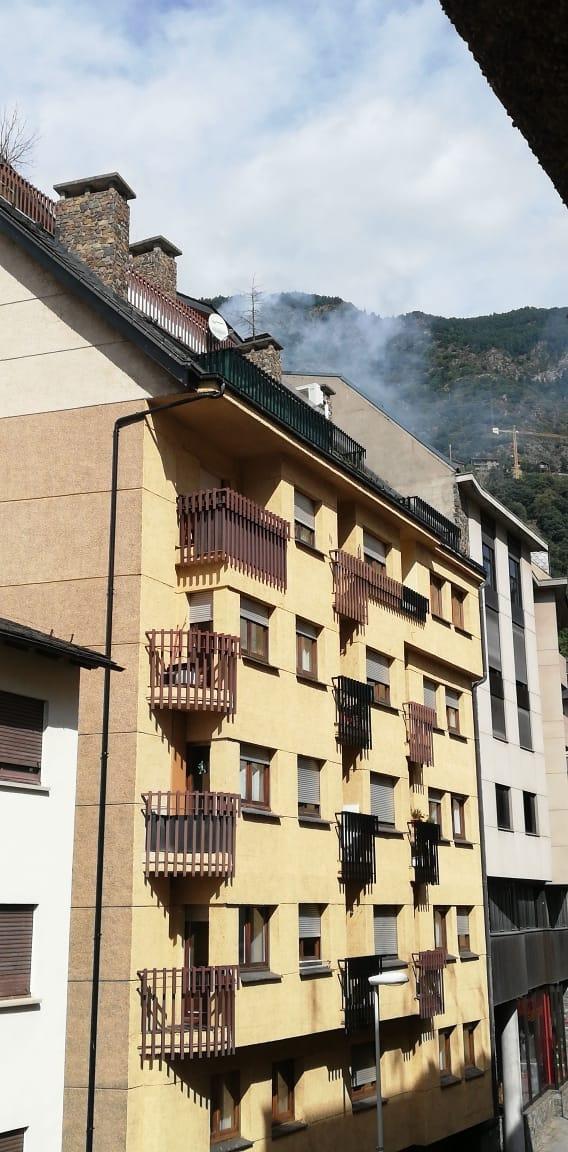 El fum que es podia veure des del carrer.