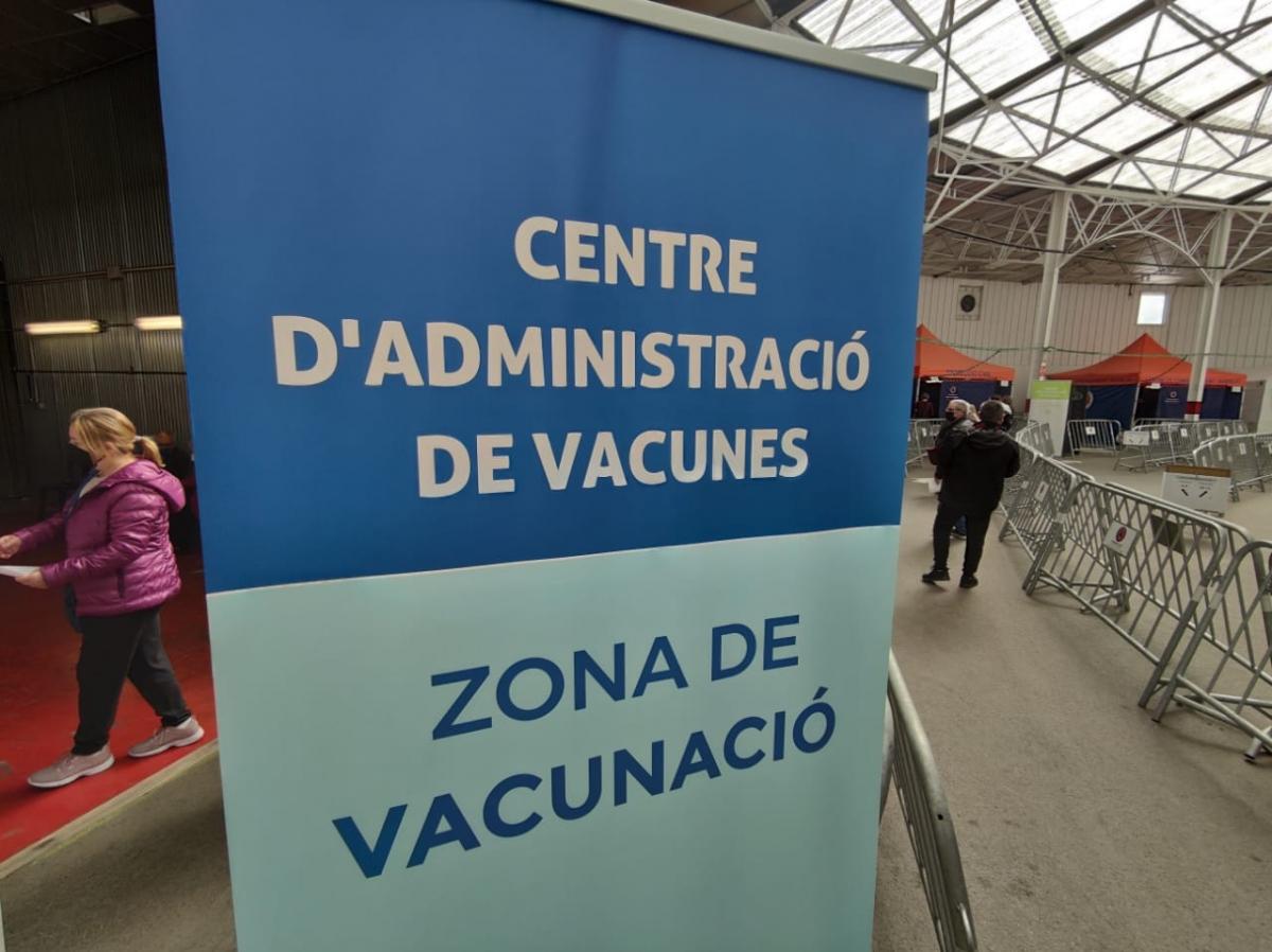 El centre de vacunació s'ha tornat a omplir avui de gent.