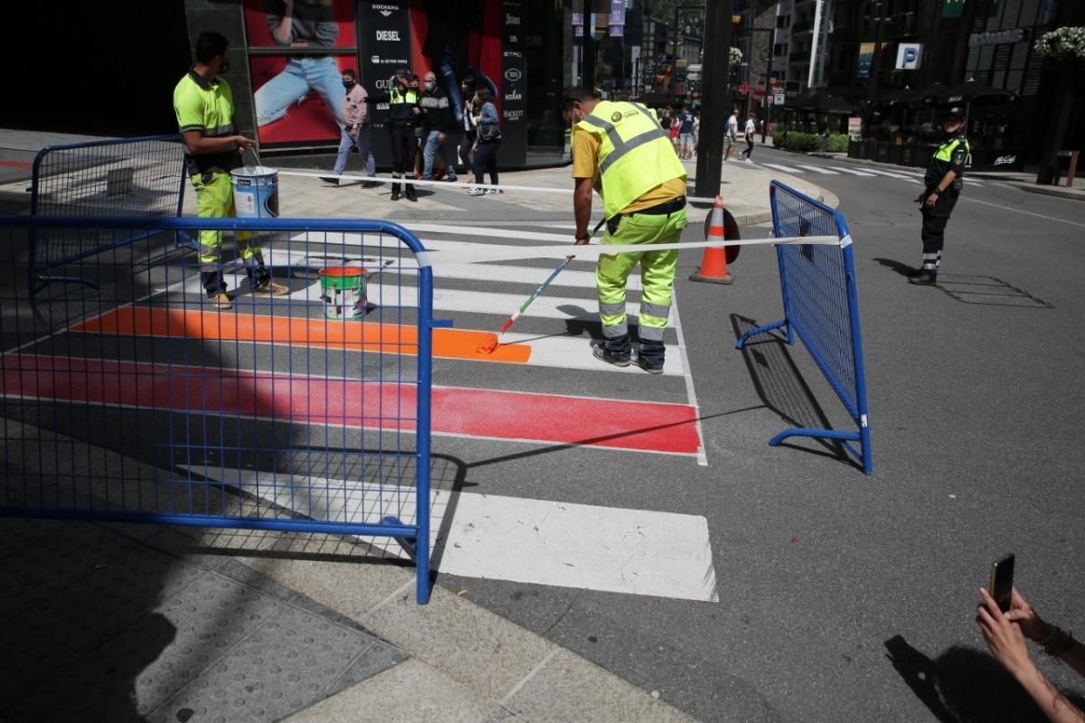 La pintada del pas de vianants a l'avinguda Meritxell d'aquesta tarda ha durat poc més d'una hora.