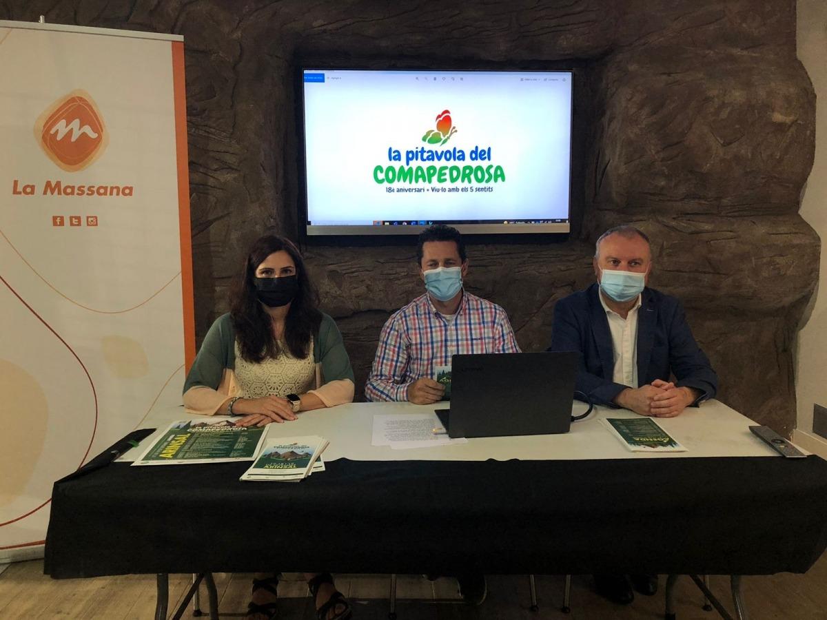 La directora de Medi Ambient, Eva López, el conseller de Medi Ambient, Agricultura i Sostenibilitat, Sergi Gueimonde i el coordinador del projecte, Toni Corominas durant la presentació de La Pitavola del Comapedrosa d'aquest matí.