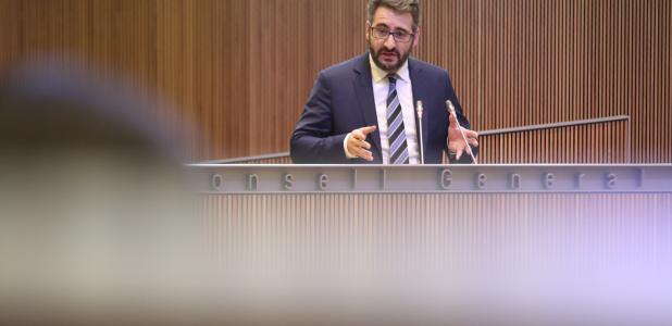 El ministre de Finances, Eric Jover, va defensar uns comptes que considera equilibrat així com la gestió pressupostària.