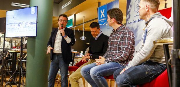 Els directors de les estacions d'esquí amb el gerent d'Andorra Turisme, Betim Budzaku, durant la presentació de la temporada d'esquí, ahir.