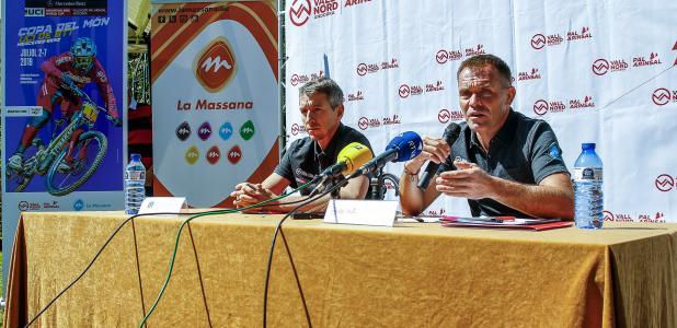 Balielles i Marticella durant la presentació de la temporada d'estiu de Pal-Arinsal, ahir.