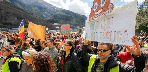 Els manifestants es van concentrar a les portes del Consell General.